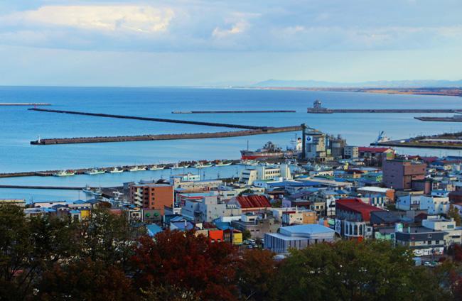 流氷展望台から間近に見下ろす紋別市街