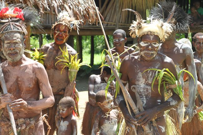 ワニ男に驚き、セピックの摩訶不思議な文化 パプアニューギニア | 朝日 ...