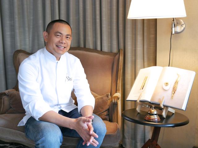 「レストラン アンドレ」のアンドレ・チャンさん。台湾で生まれ育ち、少年時代に山梨県甲府市でも2年ほど暮らした後、15歳で渡仏。南仏の名店で研鑽(けんさん)を積み3ツ星店のトップシェフを務めて30歳で活躍の場をアジアに移しました