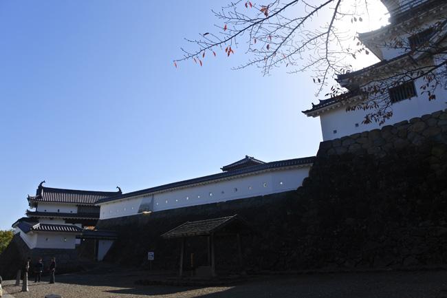 三階櫓とともに、大手の一ノ門と二ノ門も復元されている
