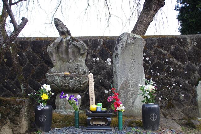 当信寺にある真田信繁の娘・阿梅と息子・大八の墓