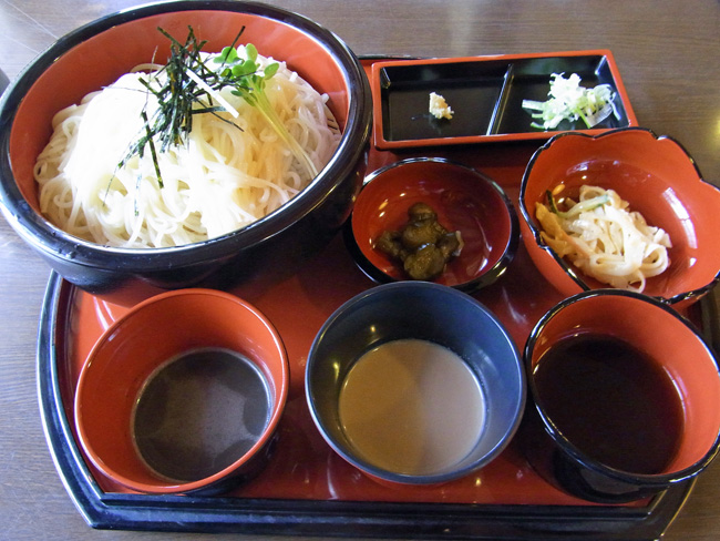白石といえば、湯麺(うーめん)。油を使わないやさしい麺だ