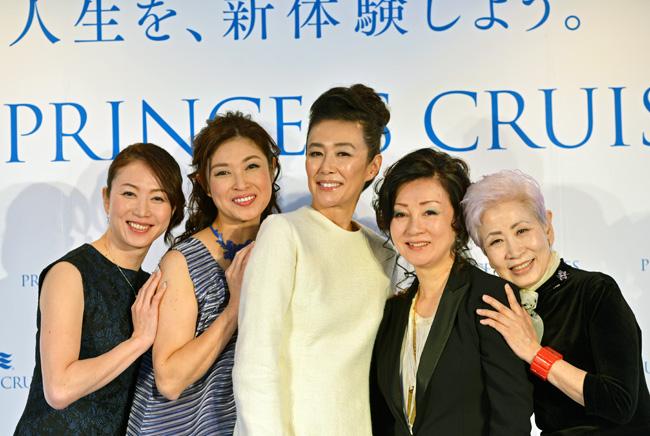 プロジェクトアンバサダーに就任した田中雅美さん、山本侑貴子さん、萬田久子さん、伊藤緋紗子さん、佐伯チズさん(左から順に)