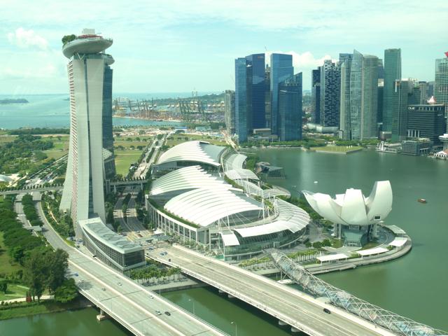 世界最大級の360度全方位型観覧車「シンガポール・フライヤー」から近未来都市を一望。設計には日本人建築家の故・黒川紀章氏も携わっています
