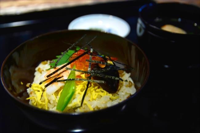 酢を使用したちらし寿司と浅漬けも美味
