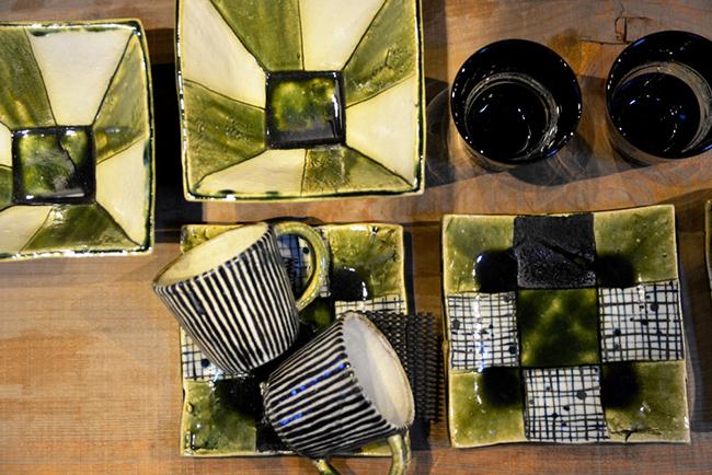 織部釉をかけたグリーンの器は生き生きとして見ているだけで楽しくなる