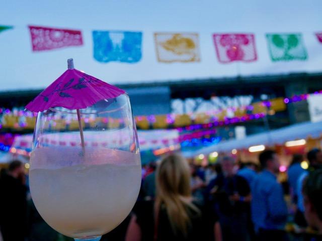 フードフェスティバル「フィースト・ポートランド」。40以上のイベントはそれぞれ「ワイナリーとディスティラリー(醸造所)」などテーマがあり、地元の人を中心に大勢のゲストが集まります