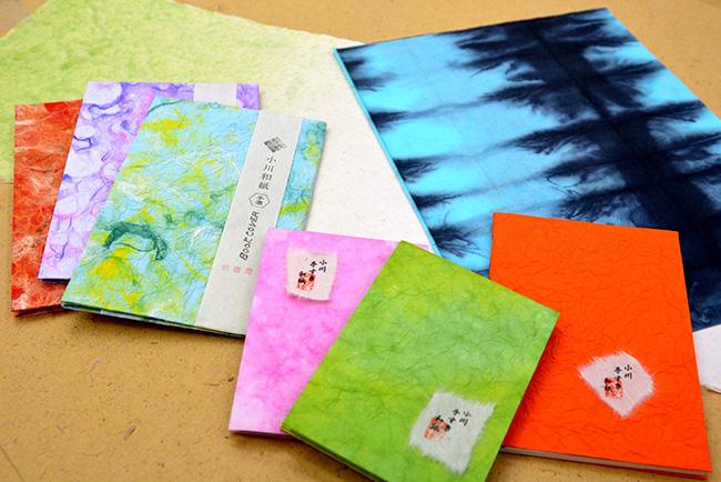色とりどりの小川和紙の製品も販売