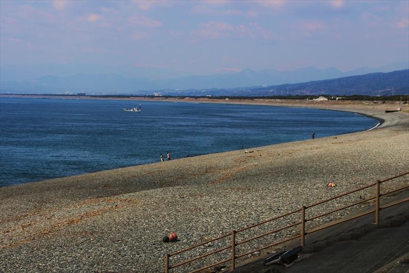 晴れれば海水浴でにぎわう千本浜。富士山がきれい