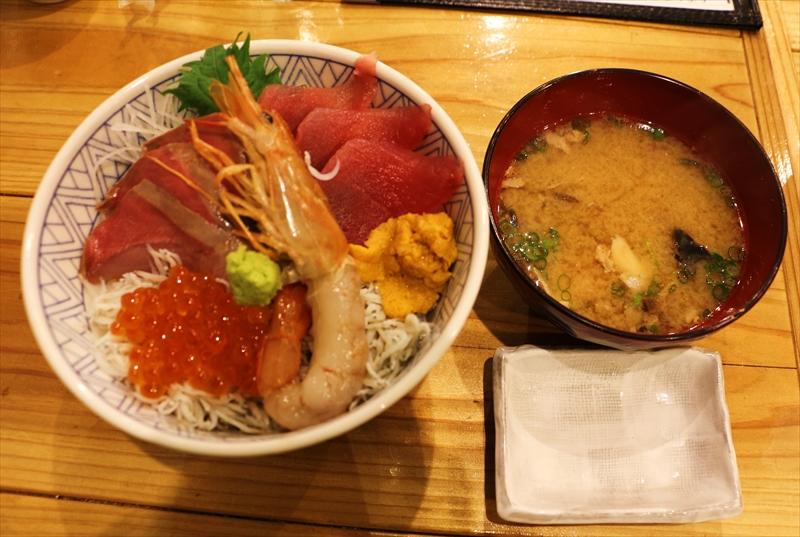 「漁師めし食堂」の人気メニューの海鮮丼