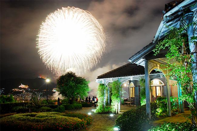 夜間開園が行われるグラバー園。「ながさきみなとまつり花火大会」の日には花火を望む特等席を設置(画像提供:グラバー園)