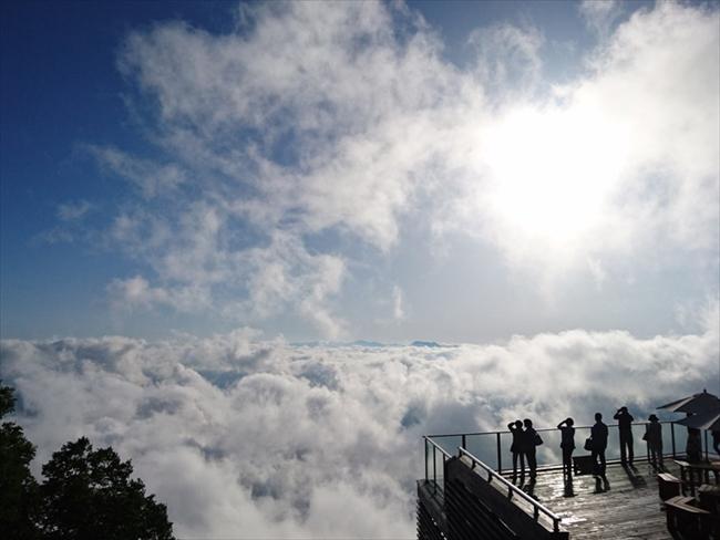 「竜王マウンテンパーク SORA terrace」から雲海を眺める(画像提供:竜王マウンテンパーク SORA terrace)