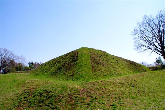 土塁の高さは約3メートル。戦闘を考えるとさほど高くない。