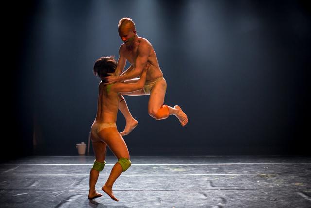 """""""日常にある暴力""""を踊る イスラエルで活躍するダンサー・塩野入一代さん"""