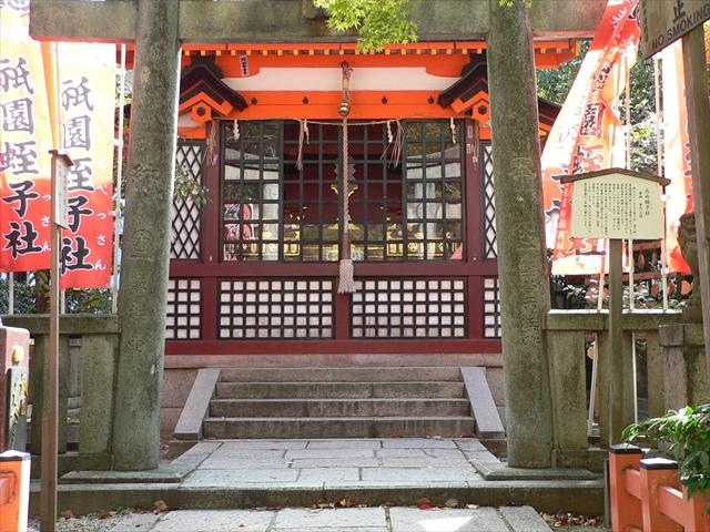 京都の年越しの風物詩・八坂神社の「をけら詣り」で新年を