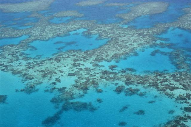 宇宙からも確認できるという世界最大のサンゴ礁、グレートバリアリーフ