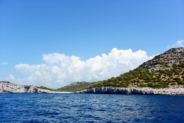 ザダル沖のテラシカ国立公園。ほぼ同じ海域にあるコルナティ諸島を、作家バーナード・ショウは「天地創造の最後の日に、神は仕上げとして、涙と星くずと息吹でコルナティ諸島を造られた」とたとえました