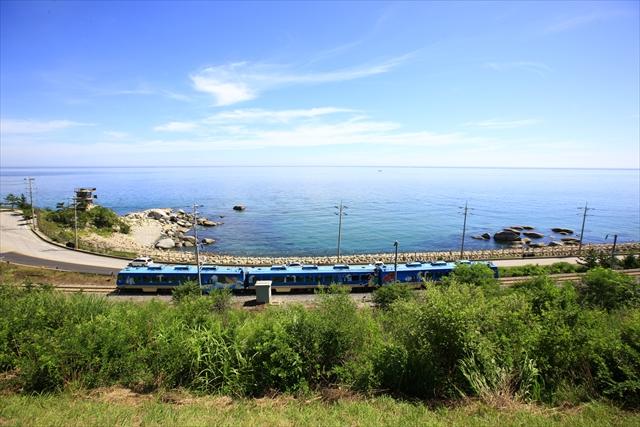 日本海沿いを走る観光列車「海列車」写真提供:韓国観光公社