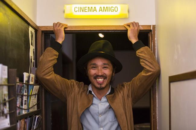 写真家・志津野雷さん、逗子の拠点「シネマ アミーゴ」にて
