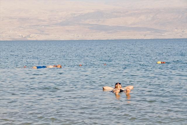 死海でぷかぷかと浮遊体験。一生に1度やってみたいこと!