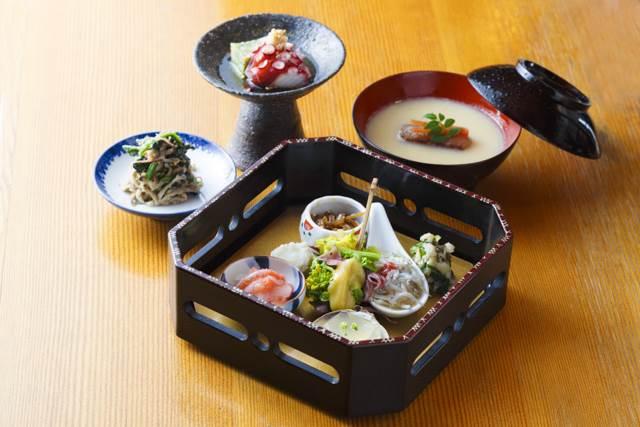「御食事処乃 福松」で最初に出されるのは「一汁三菜」(1,620円・税込み)。ここに好みの料理をプラスしていく