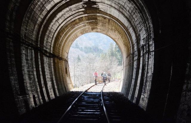 トンネルから抜けるときは、次にどんな景色が待っているのかが楽しみだ