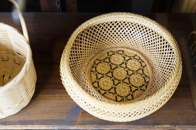 花六ツ目模様が美しい「盛りかご」(小8,100円・税込み)