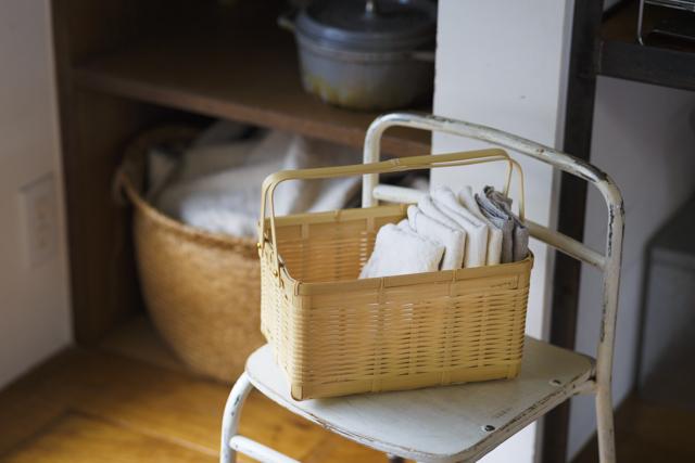 竹松で吟味した素材を九州の職人に送って作る「白竹化粧かご」(6,696円・税込み)