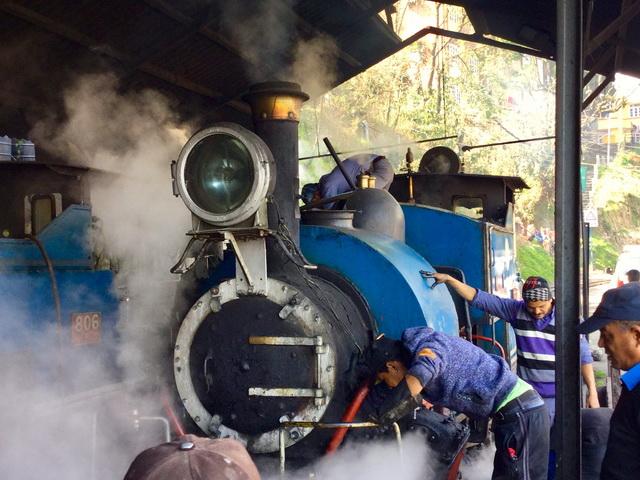 出発を待つ蒸気機関車。これを目当てに世界各国から鉄道ファンが集まる