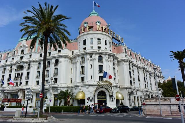 ニースのアイコン的存在のホテル「ル・ネグレスコ」