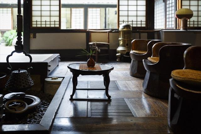 木臼をリメイクした椅子は寛次郎の発案