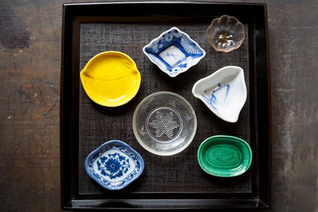 夏のテーブルに涼を運ぶ「観山堂」の骨董のうつわ