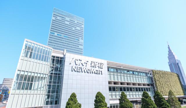 新宿駅に直結する巨大バスターミナル「バスタ新宿」。全国100社以上のバス会社が発着している