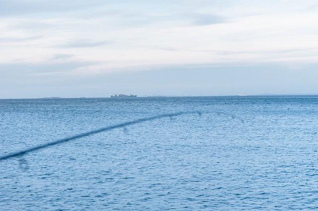 大漁&爆釣も楽しいけれど、行き交う船を眺めてぼんやり物思いにふける時間も悪くない。日々なかなかそういった時間は持てないものだ