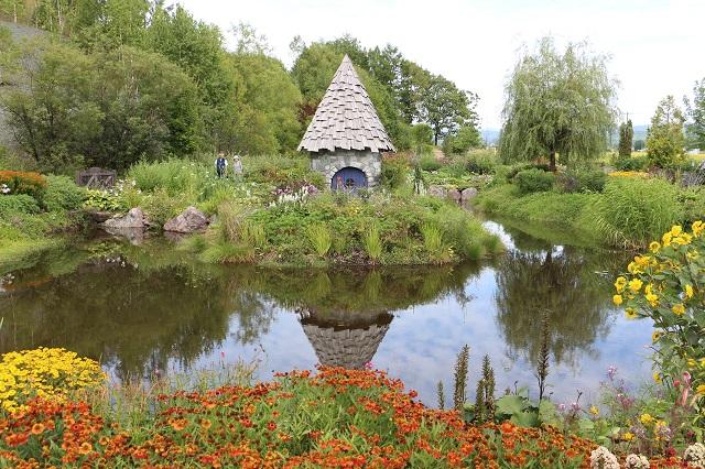 夏は多種多彩さを誇る庭園の上野ファーム