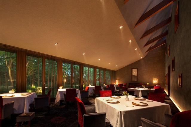 美食と緑でもてなす「軽井沢ホテルブレストンコート」