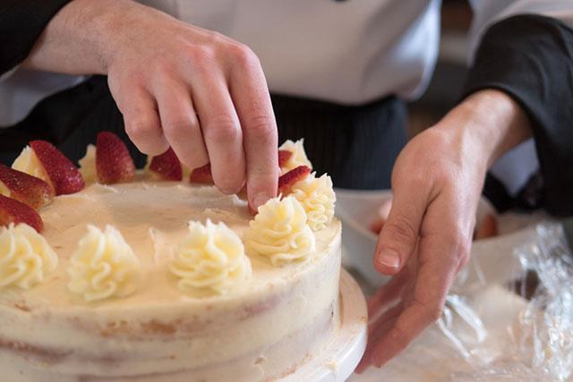 ケーキ作りも