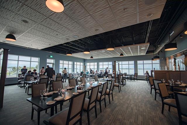ガラス張りのレストラン