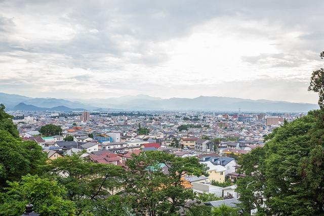 さざえ堂の建つ飯盛山からは、会津若松市街を一望できる