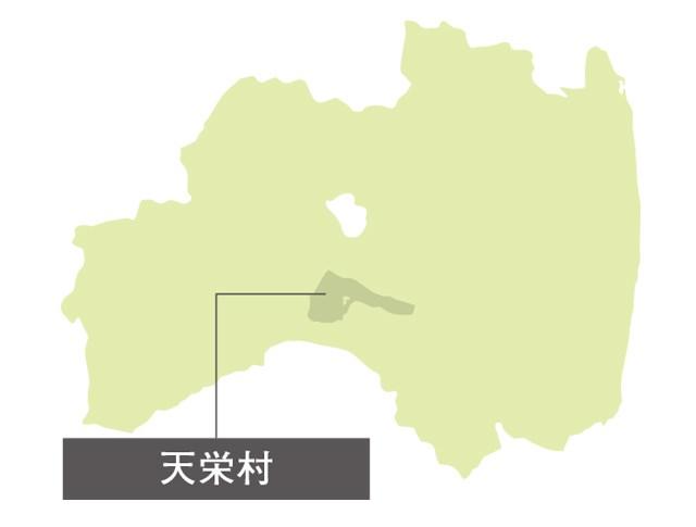 天栄村に降り注ぐ雨は、村中央の分水嶺(ぶんすいれい)「鳳坂峠(ほうさかとうげ)」から東は太平洋、西は日本海へと流れていく。峠を境に景色も一変し、東側は肥沃な田畑が広がる農村地帯。西側エリアでは、険しい山々と羽鳥湖(はとりこ)という、変化に富んだ景観を楽しめる