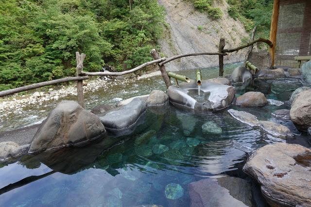 温泉+絶景峡谷 とろりとした硫黄泉から峡谷を眺める 「新潟県・清津峡 ...