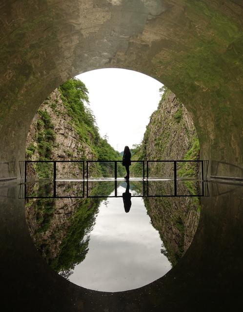 宿のすぐ奥にある清津峡トンネルの見晴らし所