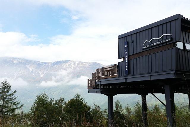 日本屈指の山岳風景が目の前に広がる「HAKUBA MOUNTAIN HARBOR」