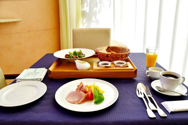 ロテルド比叡の朝食。サラダにそえられた湯葉ドレッシングが新感覚でした