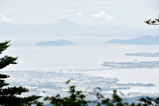 車窓からは琵琶湖を見下ろす絶景が