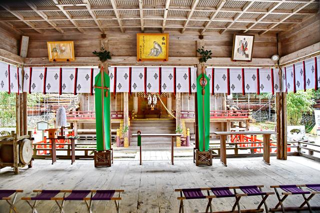 日吉大社「やくばらい祈禱(きとう)」を行う西本宮の拝殿