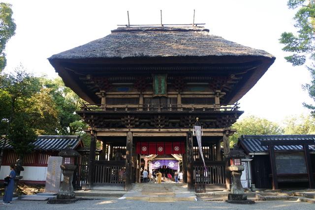 青井阿蘇神社。本殿など5棟の建造物が国宝に指定されている