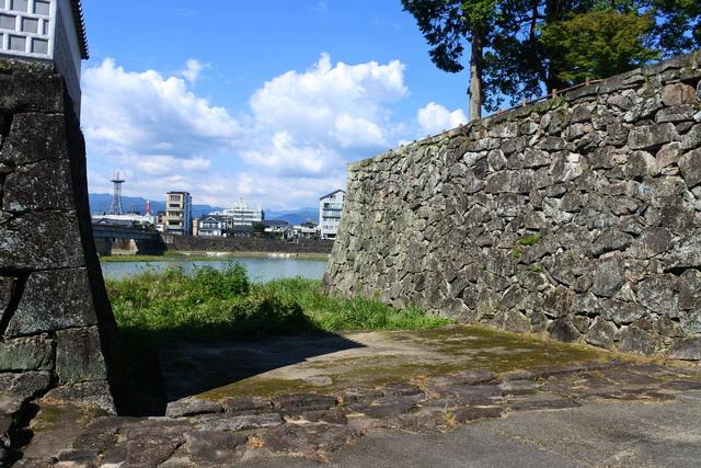 人吉城の水ノ手門跡。藩内には12の米蔵が置かれ、そのうちの二つが水ノ手口と堀合門の東にあった