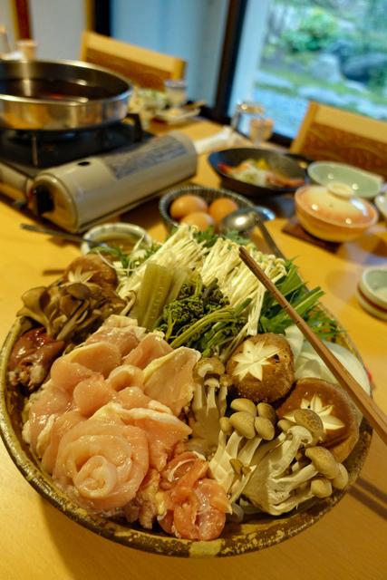 鶏のすき焼き鍋(写真は3人前)