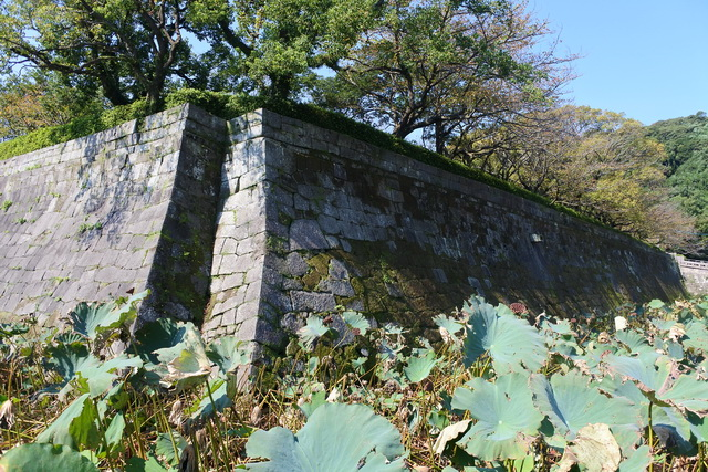 鹿児島城の本丸石垣にある隅欠き。鬼門よけと思われる